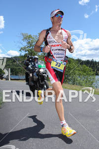 Craig Alexander running toward victory at the 2011 Ford Ironman Coeur d' Alene