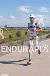 Eneko Llanos (SPA) on run at the 2011 Ford Ironman Arizona